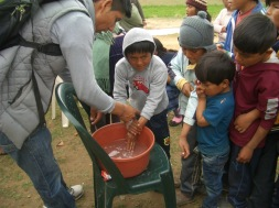 Learning to wash our hands - T'iu Kasa